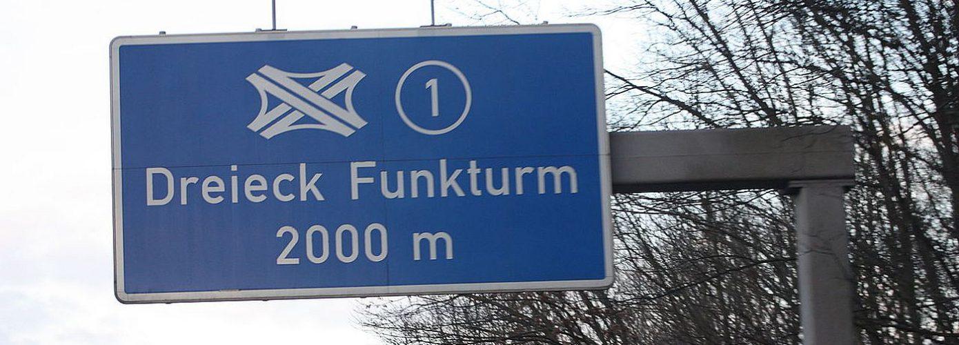 1400px-AVUS_Richtung_Funkturm_Berlin_20090320_005